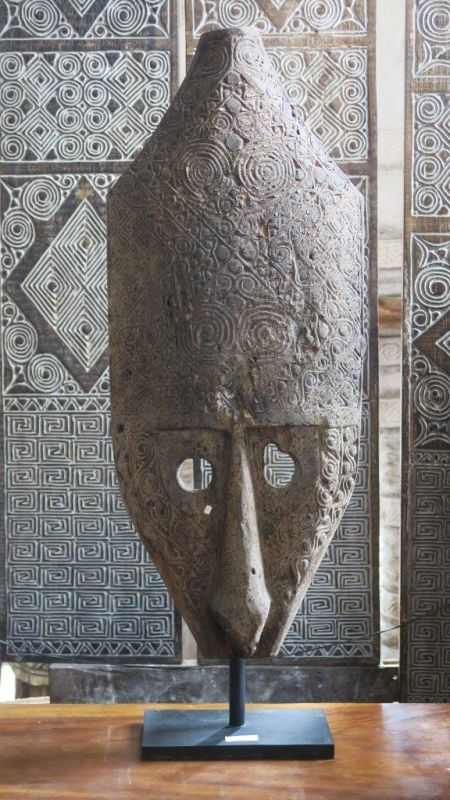 PRIMITIVE CARVED MASK 120CM5
