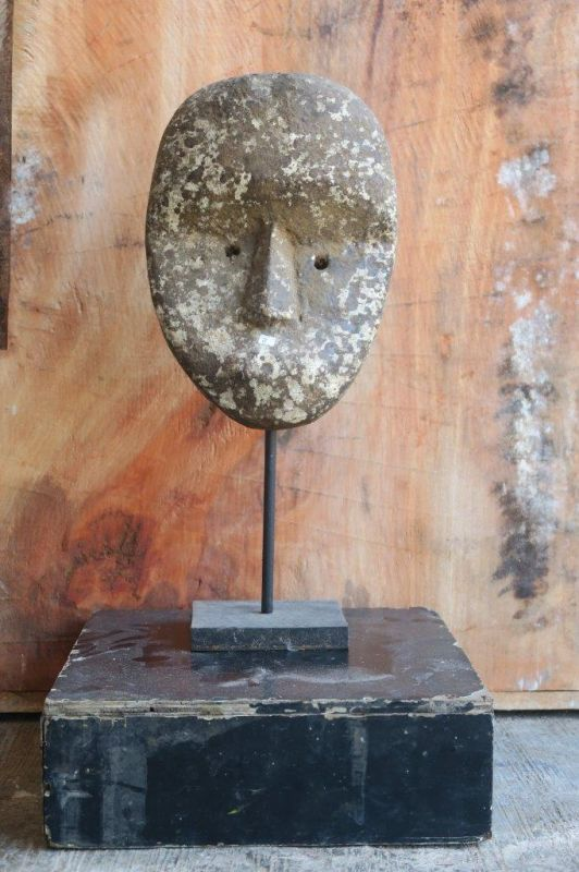 PRIMITIVE MASK ON STAND 45 CM