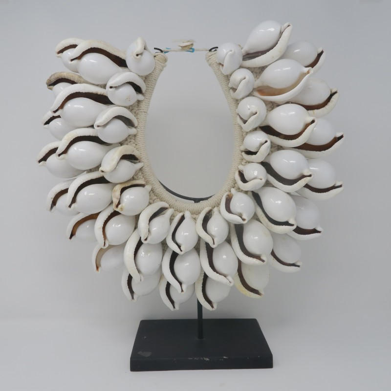 SHELL NECKLACE ON STAND